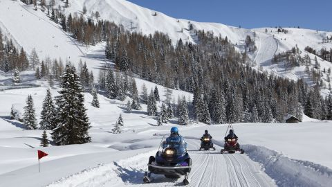 Image: Snowmobiles for rent